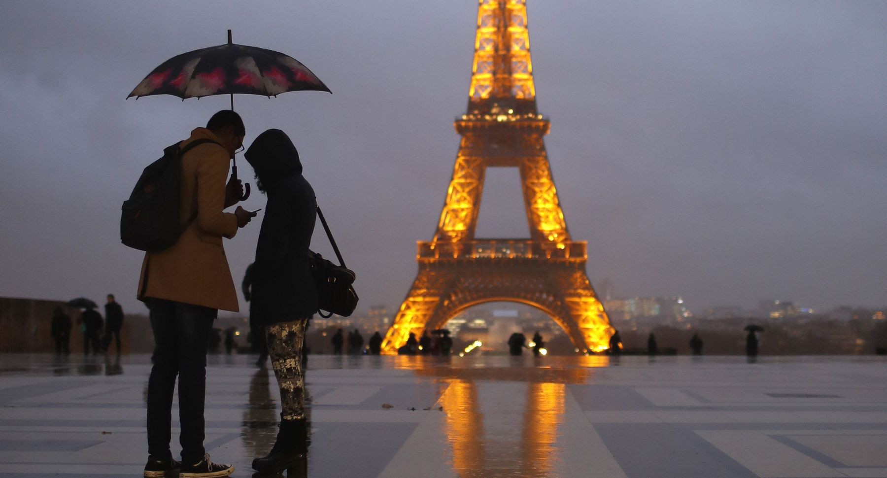 descriptive essay about the eiffel tower The history of the eiffel tower essay eiffeltower the eiffel tower is a famous landmark in paris it was built between 1887 and 1889 as the entrance arch for a fair called the exposition universelle it cost £35million to build.