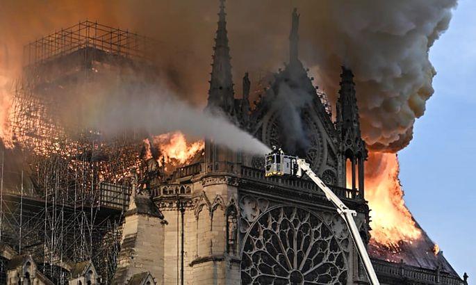 Пожар в соборе Парижской