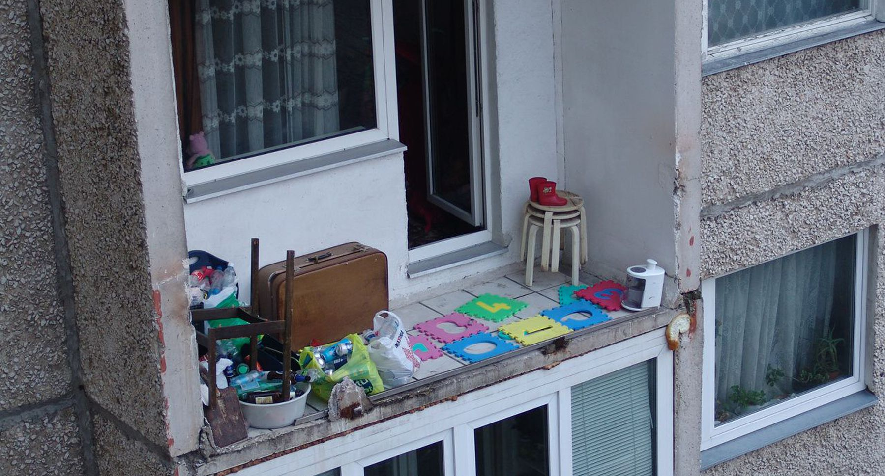 Как отремонтировать балкон своими руками женщине 89