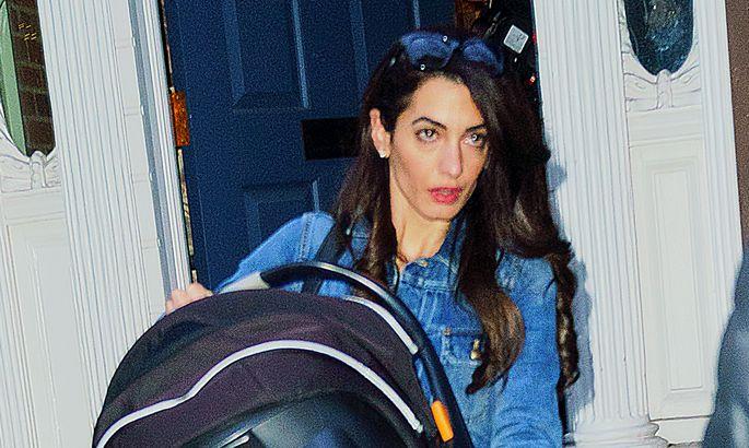 Амаль Клуни засветила лицо дочери