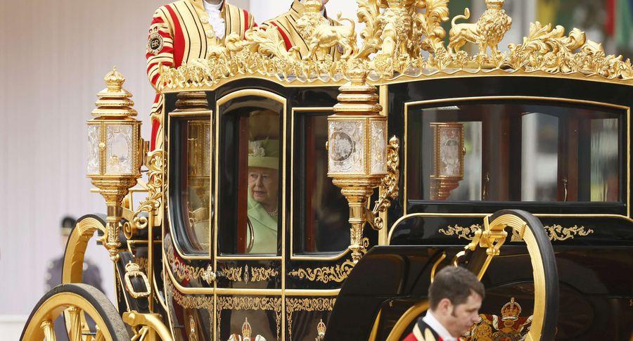 Елизавета II в золотой карете
