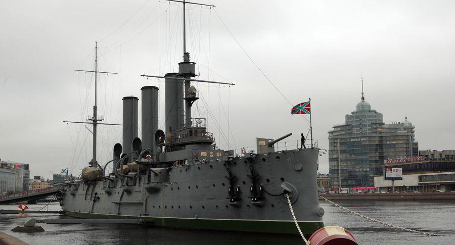 Клоуны, которые терпеть немогут войну, захватили крейсер «Аврора» ивыдвинули требования руководству