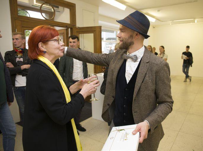 6b1176c3658 Foto: Liis Treimann. Vaata, kes tulid kohale näituse avamisele! SEOTUD  LOOD. Elu24/ Arhiiv · Fotod: Tanel Veenre rõõmustab talvise ehteseeriaga  DiskoMarjad