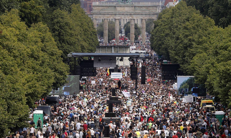 """Это другое (тм): берлинская полиция разогнала демонстрацию """"День свободы"""", 130 человек арестовано"""
