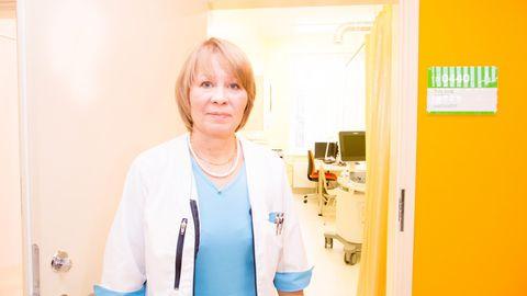 Kunstliku viljastamise tõenäosust saab Ida-Tallinna keskhaigla viljatusravikeskuse juhataja Tiina Loogi sõnulsuurendada patsiendi geenide baasil tehtava embrüo pesastumise testiga, mis aitab tuvastada, kas emaka limaskest on viljastumiseks küps.