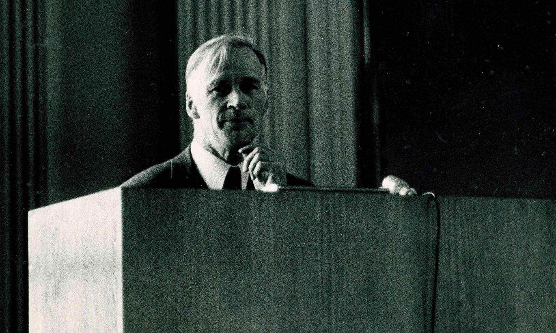 Anto Raukas:  vastuoluline Gustav Naan