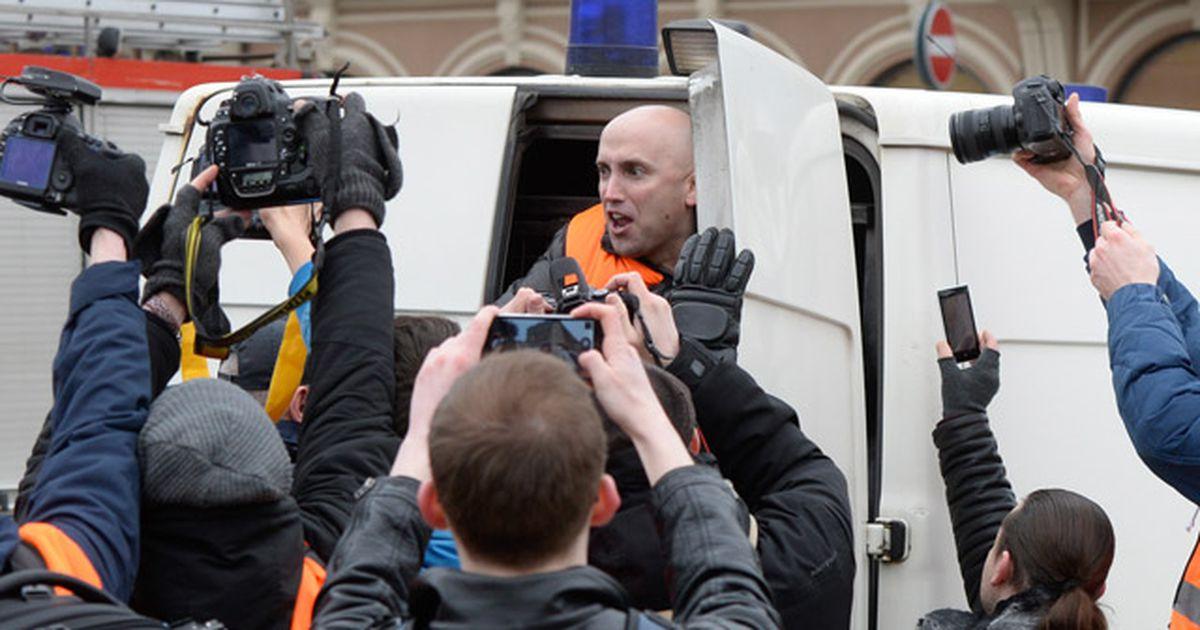 Пропагандист Грем Філліпс нагрянув у посольство Грузії в Лондоні з образливими гаслами. Його затримали - Цензор.НЕТ 9172