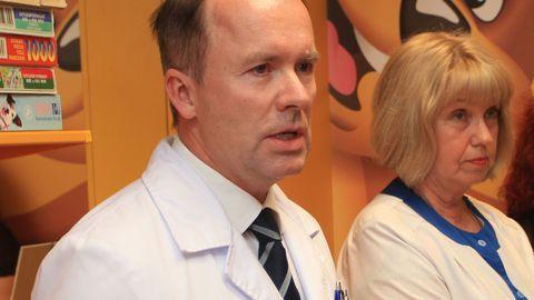 TÜ Kliinikumi hematoloogia-onkoloogiakliiniku juht Peeter Padrik, kõrval hematoloog Sirje Mikkel.