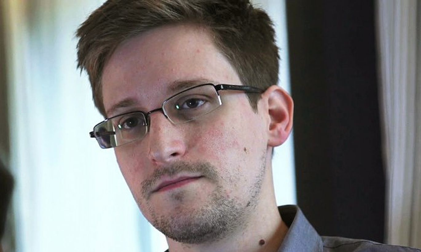 the ethical issues involving edward snowdens case This paper examines the case and background of edward snowden, the history and purpose of the national security agency (nsa), legality and american public opinion and its aftermath expand a synthesized definition of computer ethics.