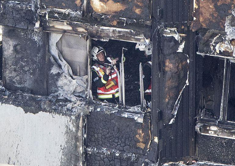Встолице Англии сгорел многоэтажный высотный дом: неменее шестеро погибших