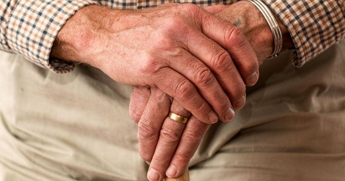 Omastehooldamise karm reaalsus: kodus kukkunud vanatädi lamas mitu päeva abituna oma roojas