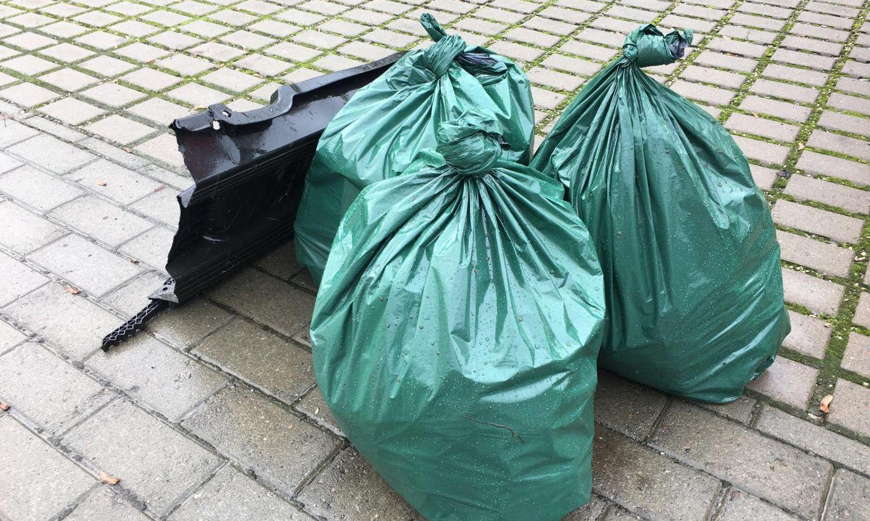 Vabatahtlikud korjavad Rakvere tänavatelt regulaarselt prügi