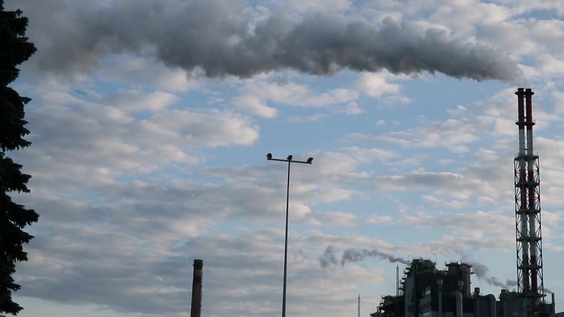 Масляный завод концерна Viru Keemia Grupi Petroter III расположен на расстоянии нескольких километров, а магистральная канава Вахтсеппа и река Кохтла рядом. ФОТО: Remo Tõnismäe