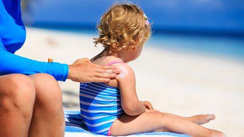 Lapsepõlves saadud päikesepõletus suurendab melanoomi riski.