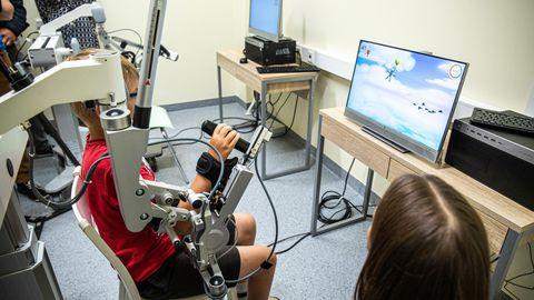 Käerobot Armeo Spring aitab neuroloogiliste häiretega lapsi.