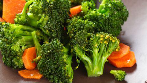 Lisaks brokolile sisaldub koostisosa veel kapsas, lillkapsas, Brüsselikapsas ja lehtkapsas.