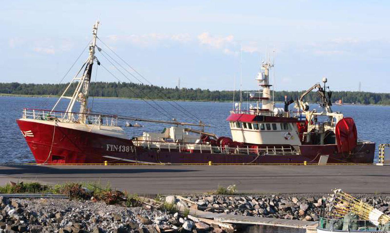 Kaliningradis kinni peetud Eesti laevalt alustati kala ümber laadimist: