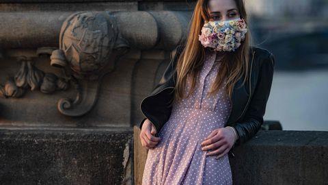 28.märts 2020, Praha. Tšehhis on kaitsemaskide kandmine kohustuslik, maskide nappuse tõttu on inimesed leidnud selleks loovaid lahendusi.