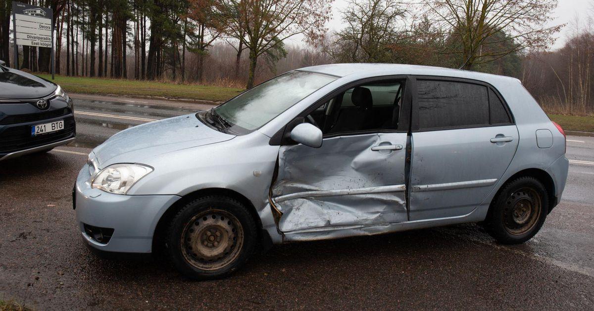 Viljandis põrkasid kokku kaks autot
