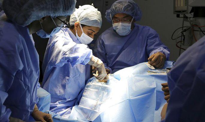 Onkologs: ehinokoka parazītus ārstēt ir daudz grūtāk nekā vēzi; veic īpaši sarežģītu aknu operāciju pacienta dzīvības glābšanai