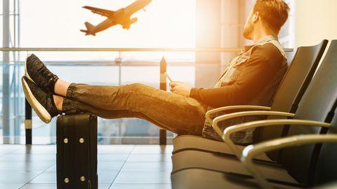 Reisija lennujaamas. Foto on illustreeriv.
