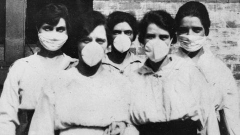 Arhiivipilt vabatahtlikest austraallastest Brisbane'is 1919. aastal, kes käisid Hispaania gripi pandeemia ajal koduvisiite tegemas. 21. sajandi uue koroonaviiruse pandeemia mõistmiseks uurivad teadlased seoseid varasemate haiguspuhangutega, sh Hispaania gripp, SARS, MERS ja seagripp.