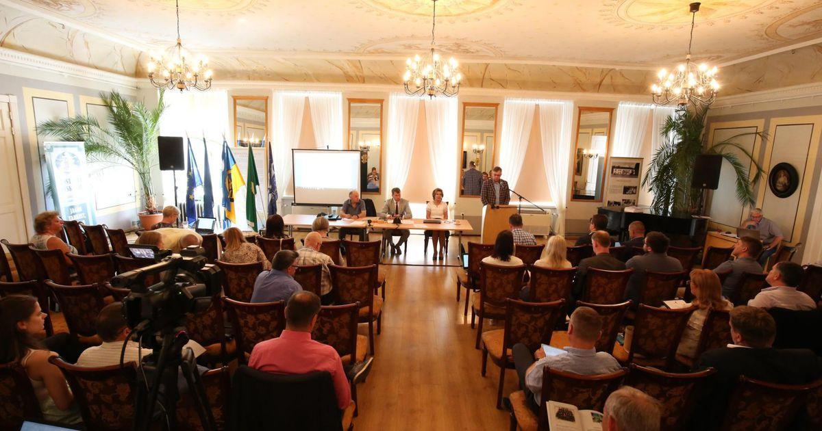 Galerii: linnavolinikud sõitsid istungile Pärnu äärelinna