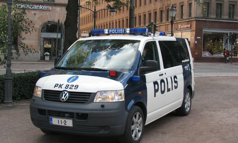 ВИДЕО ⟩ Музыкальное предупреждение финской полиции: сотрудник в форме перепел советский хит!