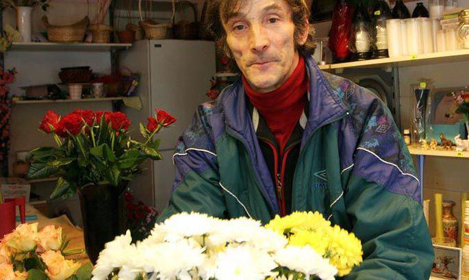 6abb81f3fe8 Härma lillepoe omanik Mati Härmas kasvatab lilli oma talus. Naistepäevaks  jõuavad letile roosid, tulbid ja nartsissid.