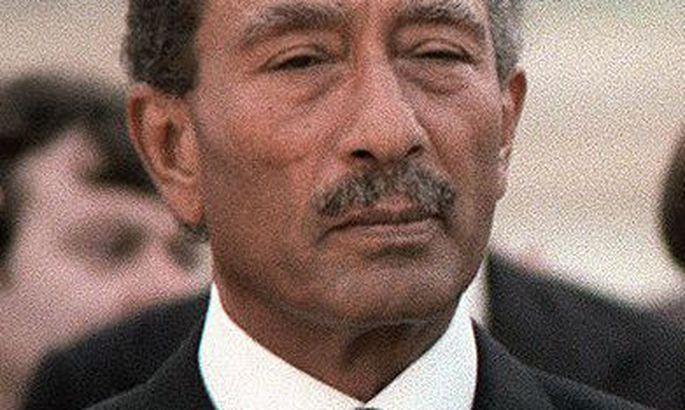 a look at the presidency of muhammed anwar al sadat Muhammad anwar el sadat (arabic: محمد أنور السادات muḥammad anwar as-sādāt egyptian arabic pronunciation: [mæˈħæmmæd ˈʔɑnwɑɾ essæˈdæːt] 25 december 1918 - 6 october 1981) was the third president of egypt, serving from 15 october 1970 until his assassination by fundamentalist.