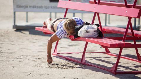 Päikese käes magamajäämine võib lõppeda kuumarabandusega.