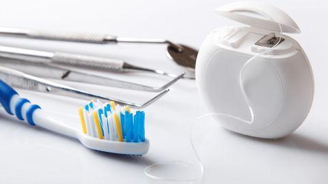 Hambaarstid selgitavad, kuidas õigesti hammaste eest hoolt kanda.